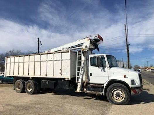 2004 Freightliner F180 Grapple Truck photo
