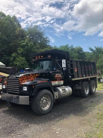 1994 Mack RD688 Tandem Axle Dump Truck photo