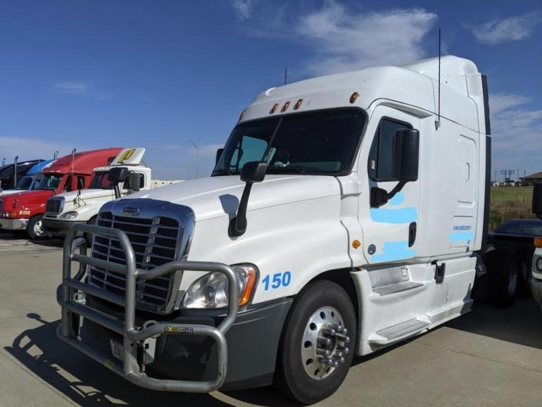 2013 Freightliner Cascadia 125 Conventional Sleeper Semi photo