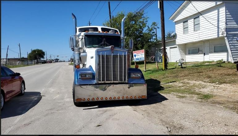 2006 Kenworth W900 Conventional Sleeper Semi photo
