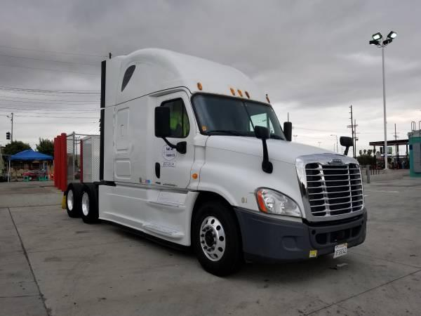 2014 Freightliner Cascadia Semi Truck photo