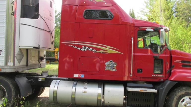 2016 Mack Pinnacle Sleeper Semi Truck photo