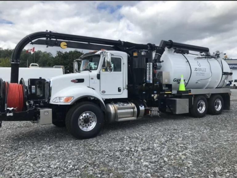 2020 Peterbilt 348 GapVax Sewer Cleaner photo