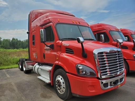 2015 Freightliner Cascadia Sleeper Semi Truck photo