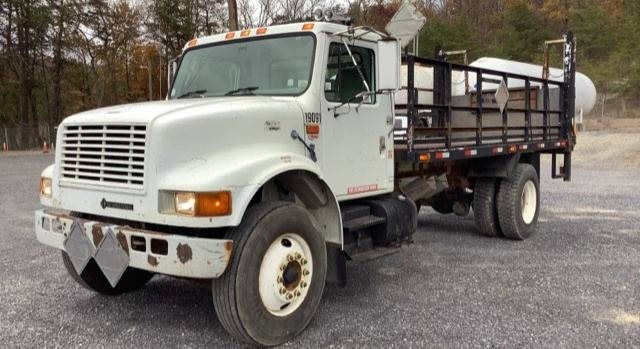 1999 International DT466 4900 Sleeper Cab Semi Truck photo